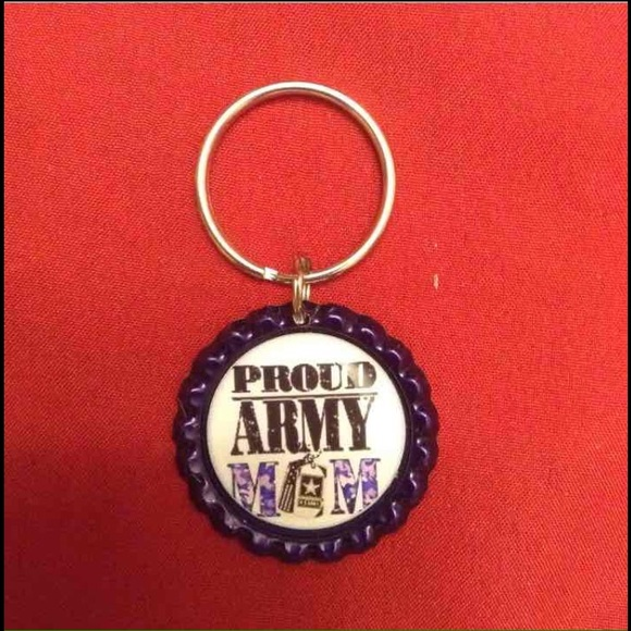 Proud Army Mom Keychain